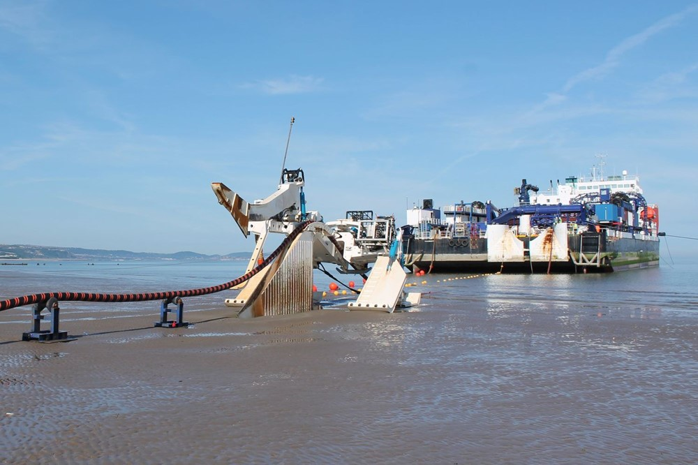 MV Stemat lays the Normandie 3 cable.